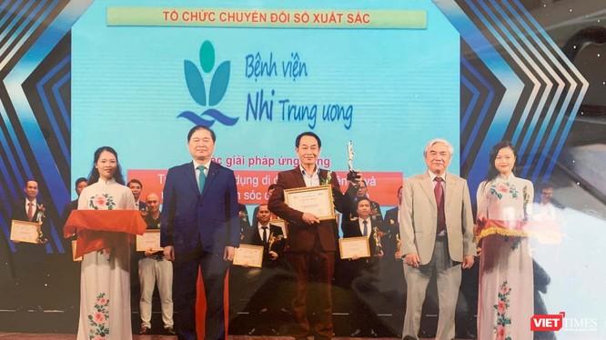 2 ứng dụng Y bạ điện tử và ứng dụng chăm sóc di động được triển khai ở Bệnh viện Nhi Trung ương vừa xuất sắc đạt giải thưởng Chuyển đổi số Việt Nam 2020 (Ảnh: NVCC)