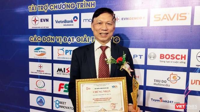 PGS. TS. Trần Quý Tường, Cục trưởng Cục Công nghệ Thông tin, Bộ Y tế nhận giải thưởng Chuyển đối số Việt Nam 2020 (Ảnh: Minh Thuý)