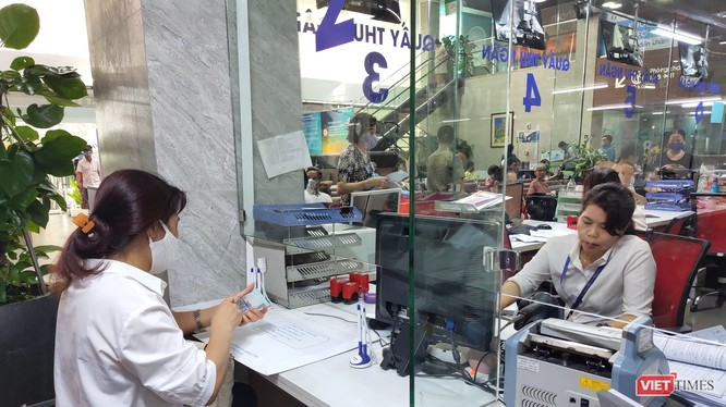 Người dân thanh toán viện phí tại bệnh viện (Ảnh: Minh Thuý)