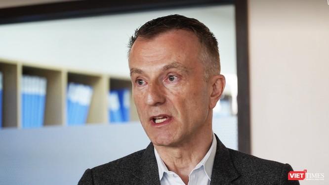 Ông Jozef Alfons Peeters - Tổng Giám đốc Bệnh viện Việt Pháp (Ảnh: Minh Thuý)