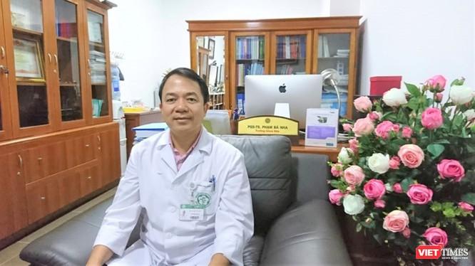 PGS.TS. Phạm Bá Nha – Trưởng khoa Phụ Sản, Bệnh viện Bạch Mai (Ảnh: Minh Thuý)