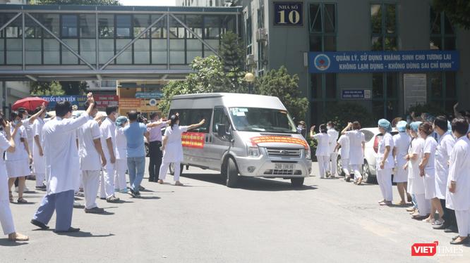 Đoàn 30 bác sĩ, điều dưỡng lên đường vào Tiền Giang (Ảnh - Minh Thuý)