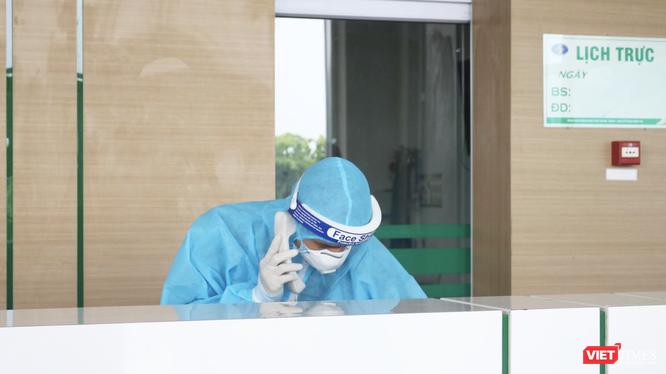 Nhân viên y tế trực tại bệnh viện (Ảnh - Minh Thuý)