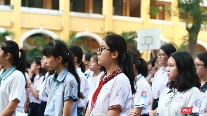 Thí sinh trong ngày thi đầu tiên của đợt tuyển sinh vào lớp 10