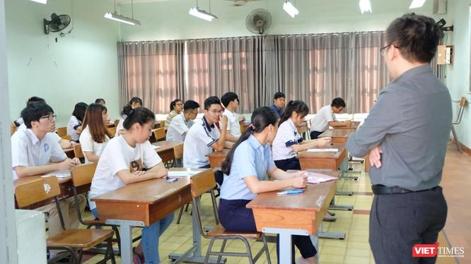 Sáng nay (25/6), thí sinh chuẩn bị bước vào môn thi Ngữ văn