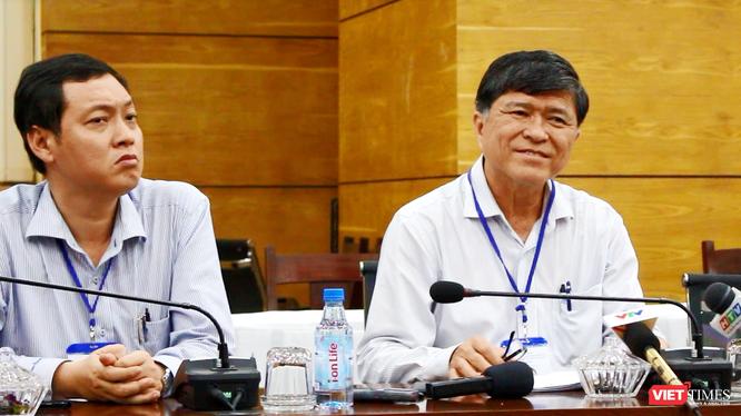 Ông Nguyễn Văn Hiếu - Phó Giám đốc Sở GD&ĐT TP.HCM (bên phải)