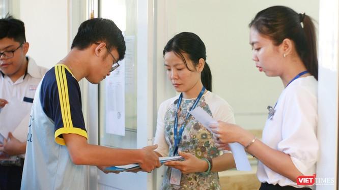 Thí sinh tham dự kỳ thi THPT quốc gia 2019 tại điểm thi Trường THCS Thanh Đa (Quận Bình Thạnh)