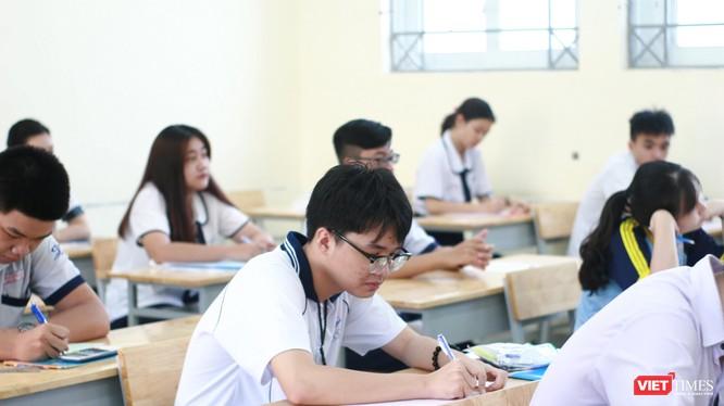 Thí sinh TP HCM dự thi THPT quốc gia 2019