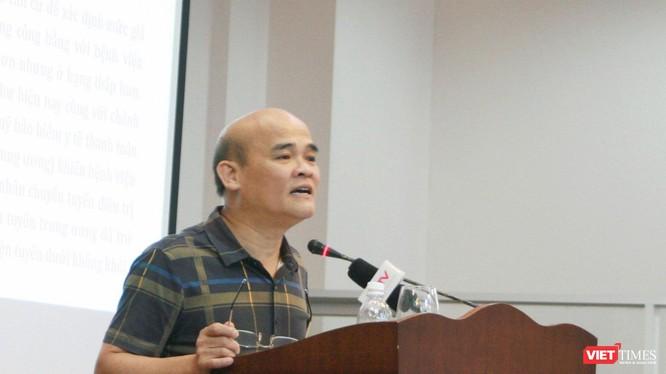 Ông Nguyễn Huy Quang – Vụ trưởng Vụ Pháp chế (Bộ Y tế) báo cáo tại hội nghị