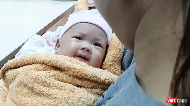 Hai bé song sinh dính liền gan tại Bệnh viện Nhi đồng 1 được xuất viện
