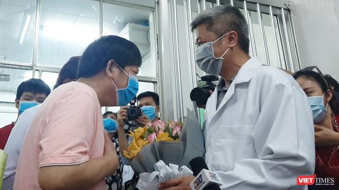 Ông Li Ding chia sẻ lòng biết ơn đến bác sĩ BV Chợ Rẫy cũng như đất nước Việt Nam. Ảnh: Nguyễn Trăm
