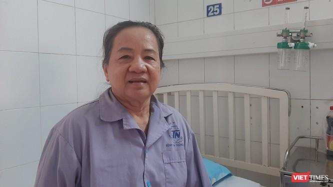 Cụ bà 71 tuổi bị tai biến mạch máu não được cứu sống trong gang tất và đi đứng bình thường. Ảnh: Nguyễn Trăm