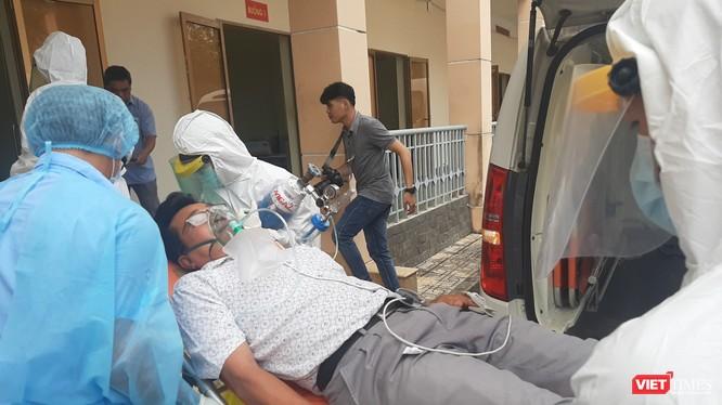 Diễn tập cấp cứu bệnh nhân tại BV Dã chiến Củ Chi. Ảnh: N.T