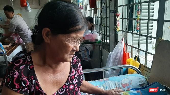 TP.HCM tiếp tục thực hiện khám chữa bệnh tại nhà cho người cao tuổi để chống dịch COVID-19. Ảnh: N.T