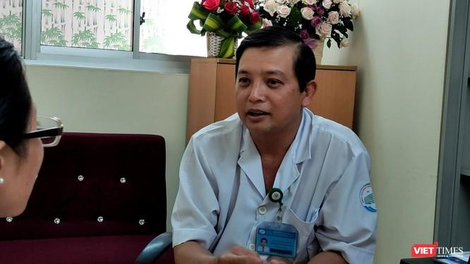 Bác sĩ Nguyễn Thanh Phong - Trưởng Khoa Nhiễm D (BV Bệnh Nhiệt đới TP HCM). Ảnh: Hòa Bình