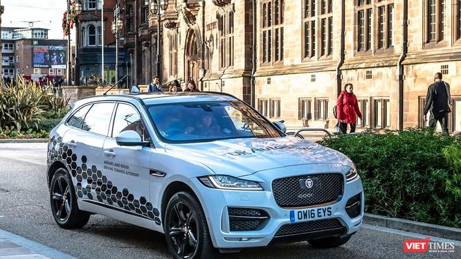Jaguar Land Rover lần đầu thử nghiệm xe tự hành. Ảnh: Nguyên Minh
