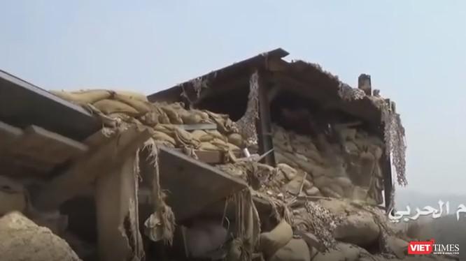 """Phiến quân Houthis đột nhập """"nhổ chốt"""" quân Arab Saudi. Ảnh cắt từ clip"""