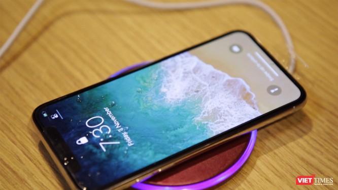 Hình ảnh cận cảnh của mẫu điện thoại cao cấp nhất của Apple năm nay - iPhone X. Nguồn: Viettimes