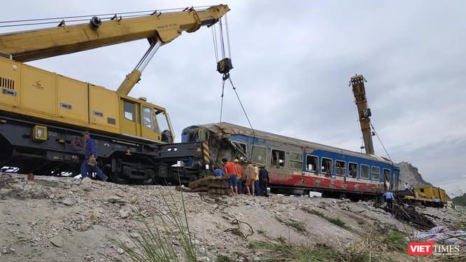 1. Mức kỷ luật khiển trách chủ tịch HĐQT và cảnh cáo giám đốc Công ty cổ phần Đường sắt Thanh Hóa vụ tai nạn đường ngang như thế không phản ánh đúng mức độ nghiêm trọng của vấn đề.
