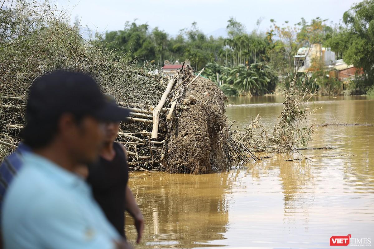 Quảng Nam: Thủy điện Đắk Mi 4 xả lũ, hạ du sông Vu Gia chìm trong nước ảnh 13