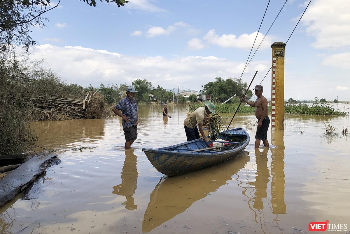Quảng Nam: Thủy điện Đắk Mi 4 xả lũ, hạ du sông Vu Gia chìm trong nước ảnh 8