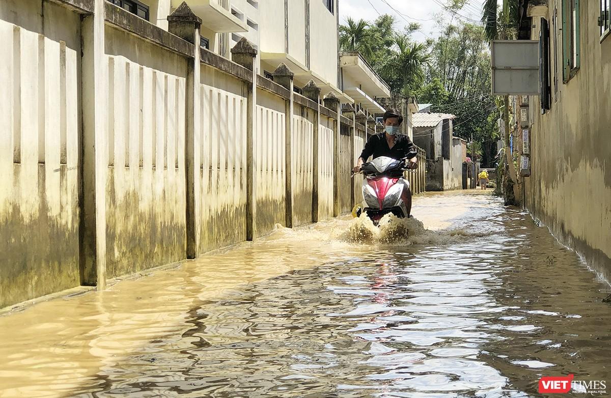 Quảng Nam: Thủy điện Đắk Mi 4 xả lũ, hạ du sông Vu Gia chìm trong nước ảnh 16