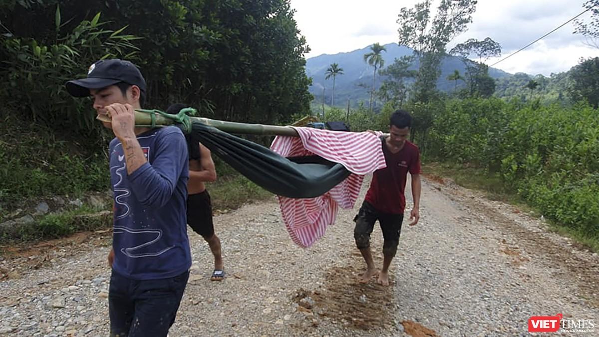 Cận cảnh cứu hộ nạn nhân sạt lở đất ở Trà Leng ảnh 10
