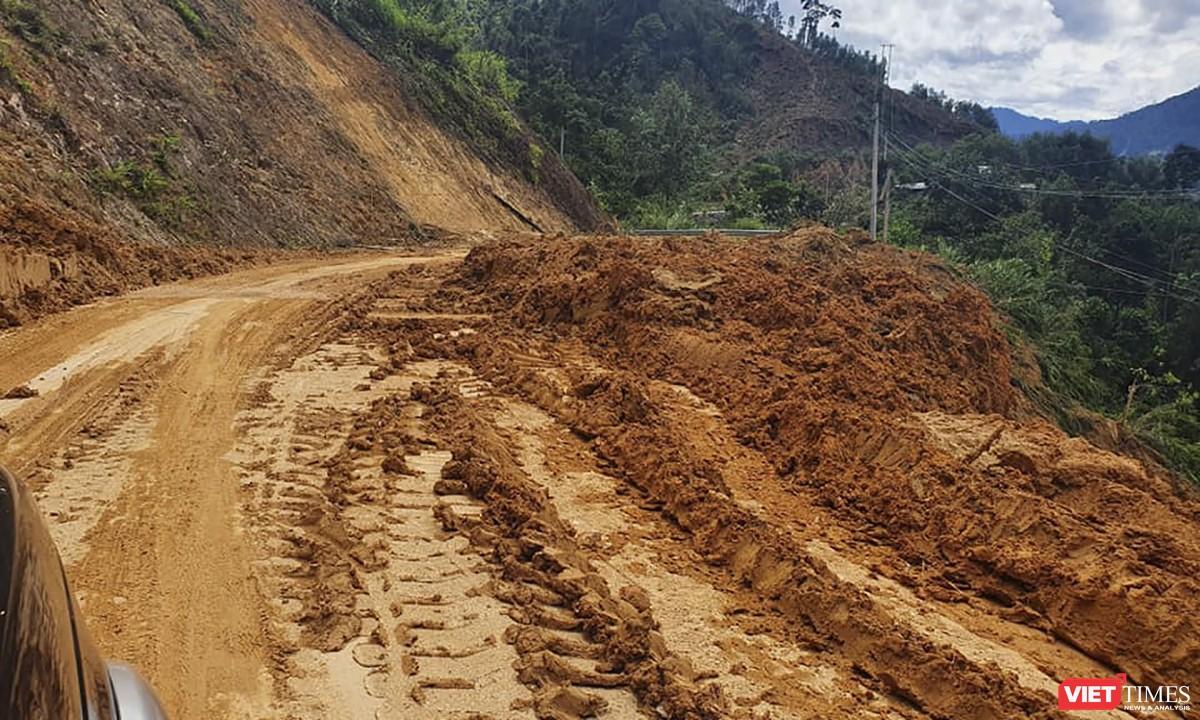 Cận cảnh cứu hộ nạn nhân sạt lở đất ở Trà Leng ảnh 5