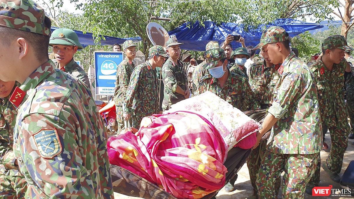 Cận cảnh cứu hộ nạn nhân sạt lở đất ở Trà Leng ảnh 22