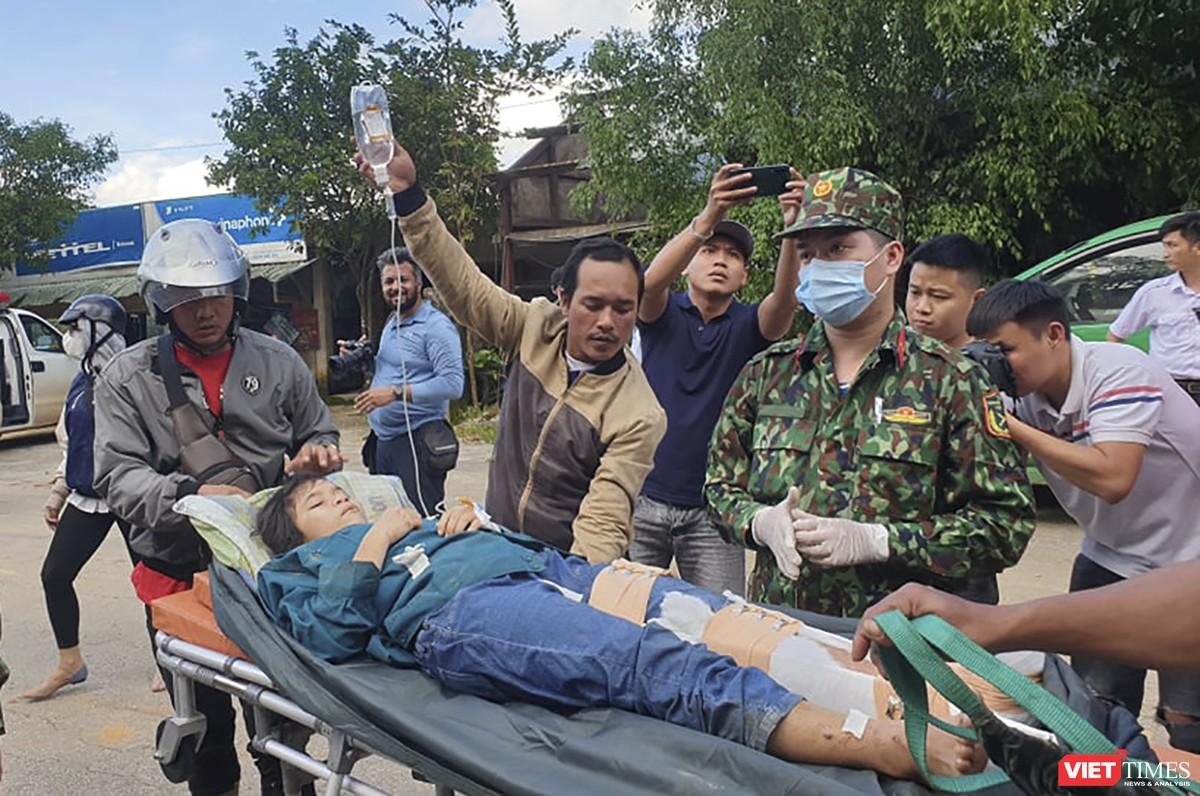Cận cảnh cứu hộ nạn nhân sạt lở đất ở Trà Leng ảnh 24