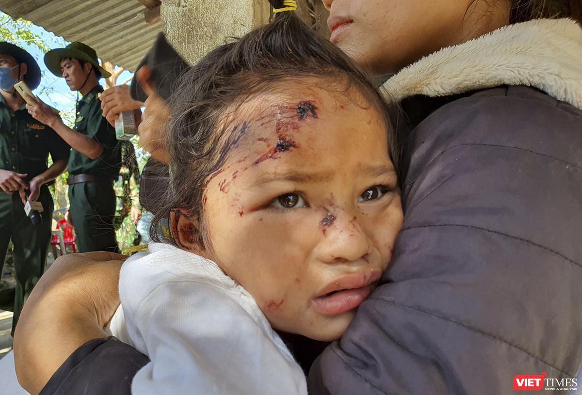Cận cảnh cứu hộ nạn nhân sạt lở đất ở Trà Leng ảnh 26