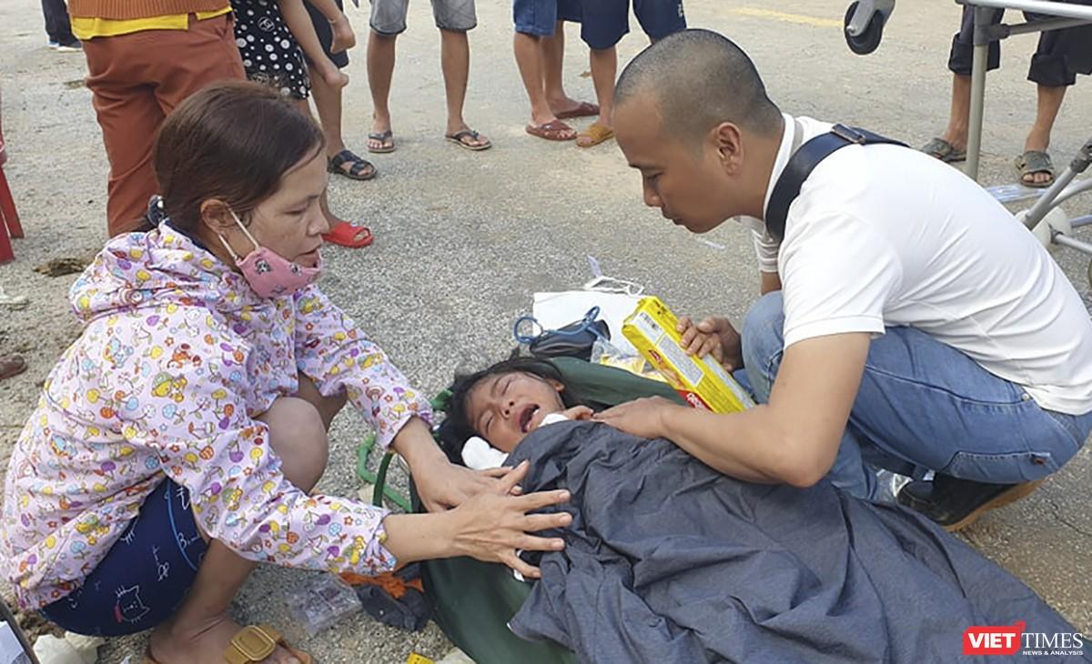 Cận cảnh cứu hộ nạn nhân sạt lở đất ở Trà Leng ảnh 20