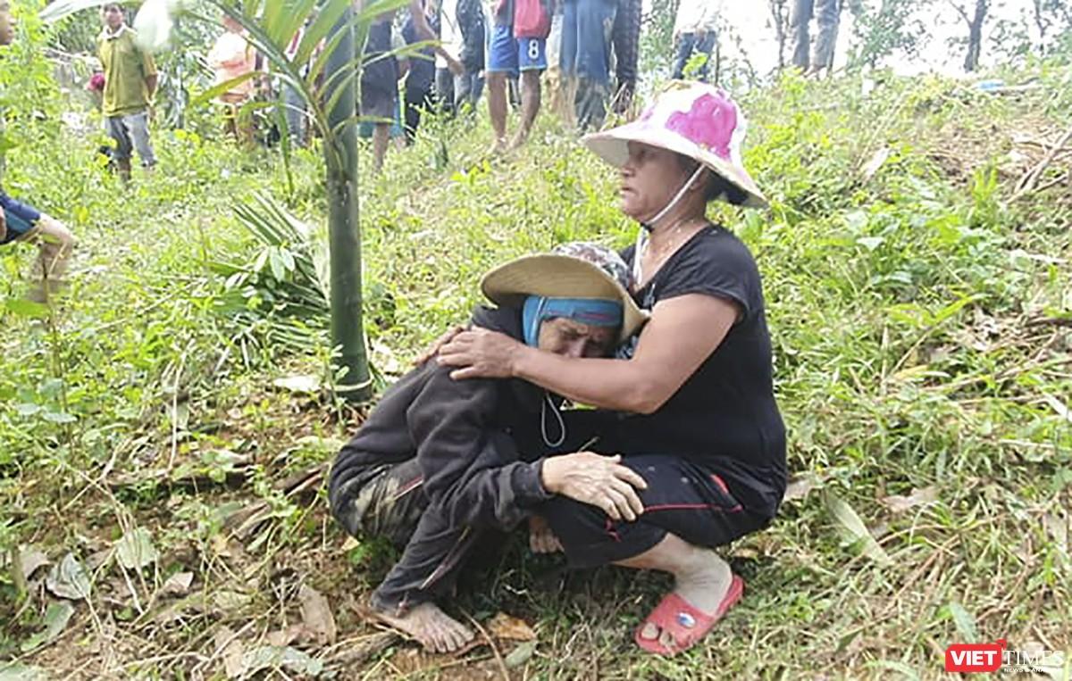 Cận cảnh cứu hộ nạn nhân sạt lở đất ở Trà Leng ảnh 15