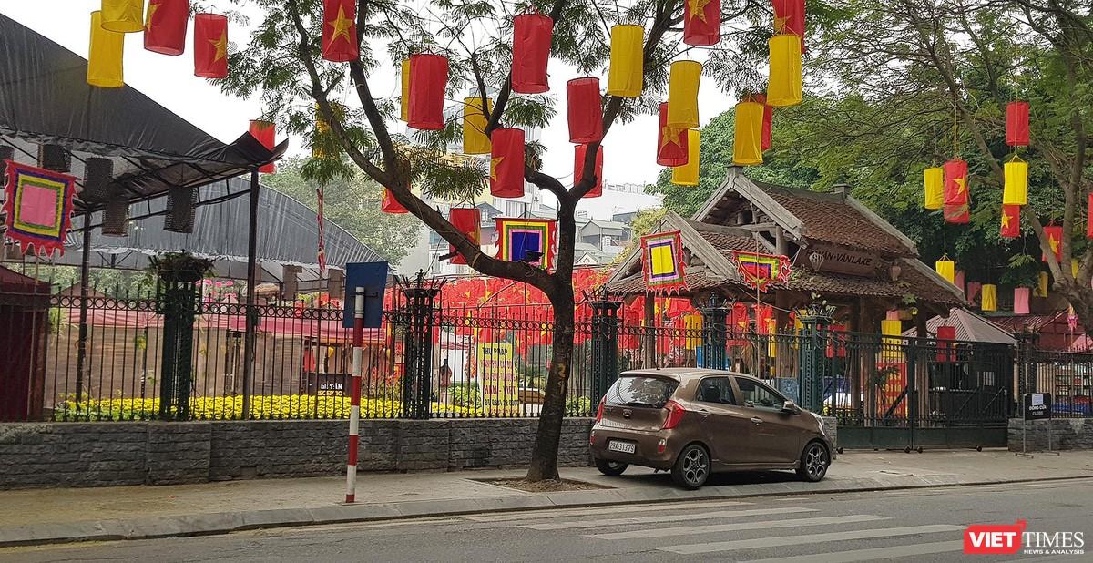 Hình ảnh đền chùa và quán xá Hà Nội chiều mùng 5 Tết ảnh 11