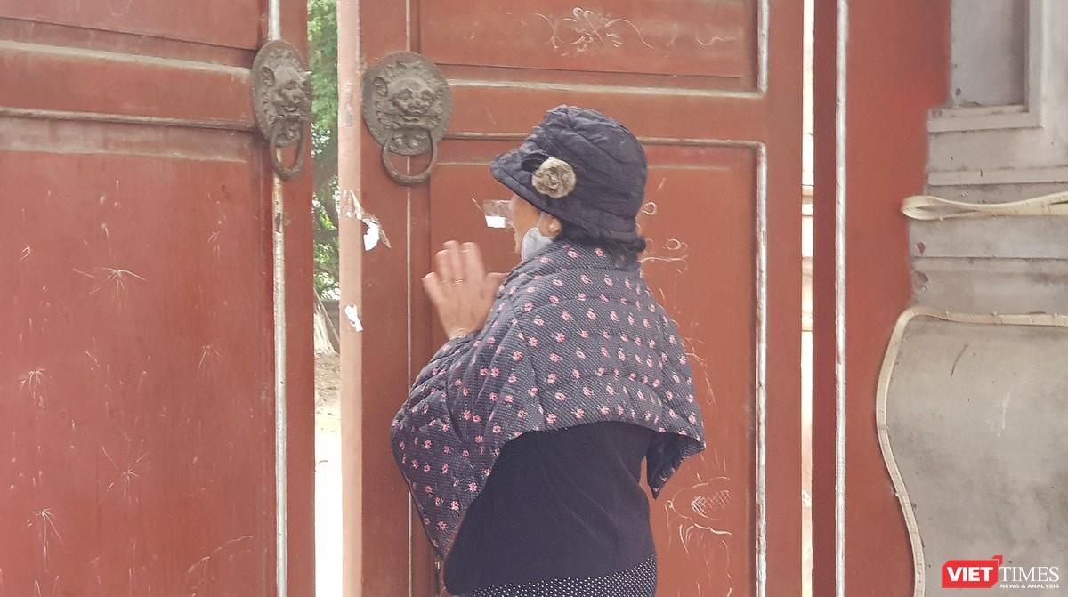 Hình ảnh đền chùa và quán xá Hà Nội chiều mùng 5 Tết ảnh 3