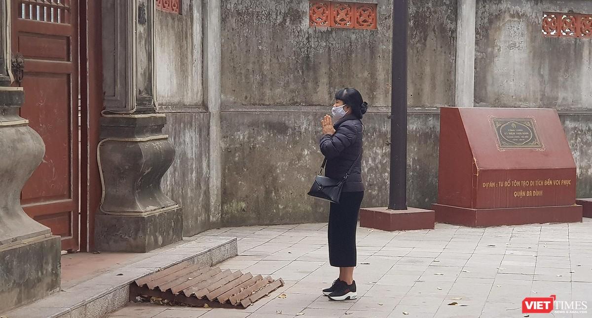 Hình ảnh đền chùa và quán xá Hà Nội chiều mùng 5 Tết ảnh 4