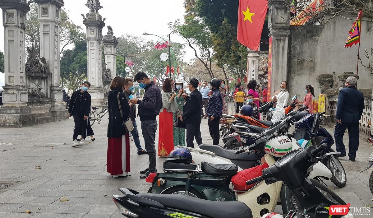 Hình ảnh đền chùa và quán xá Hà Nội chiều mùng 5 Tết ảnh 5