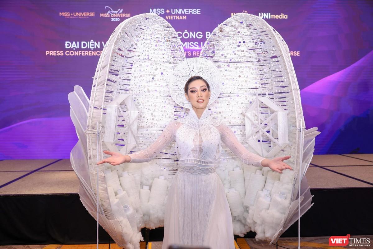 Hoa hậu Khánh Vân đại diện VN sang Mỹ chinh phục Miss Universe lần thứ 69 ảnh 1