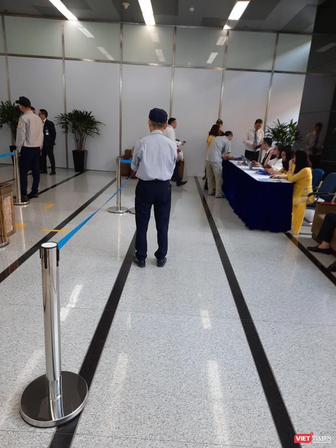 Phiên họp ĐHĐCĐ thường niên năm 2020 của Vinaconex diễn ra trong bối cảnh an ninh