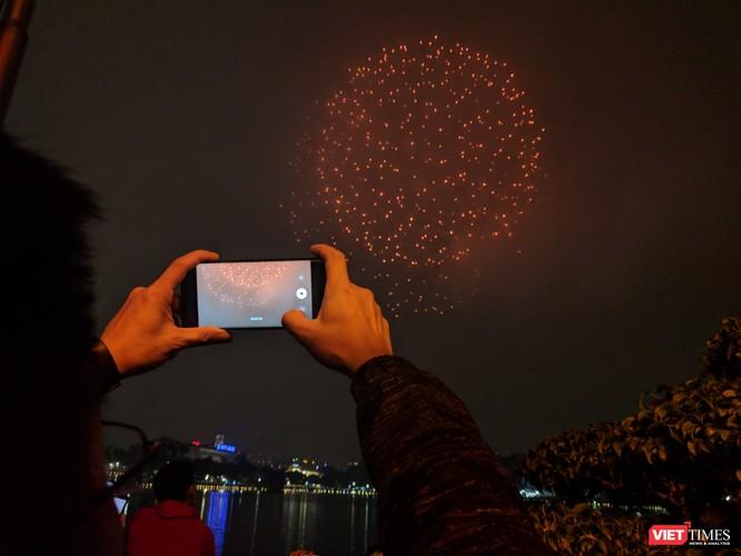 Người dân thủ đô Hà Nội sẽ được thưởng thức 15 phút trình diễn pháo hoa ở 30 điểm bắn với 31 trận địa, trong đó 9 trận địa bắn tầm cao ở các quận trung tâm