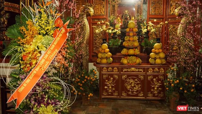 Lẵng hoa của Tổng Bí Thư Nguyễn Phú Trọng tại đền Ngọc Sơn.