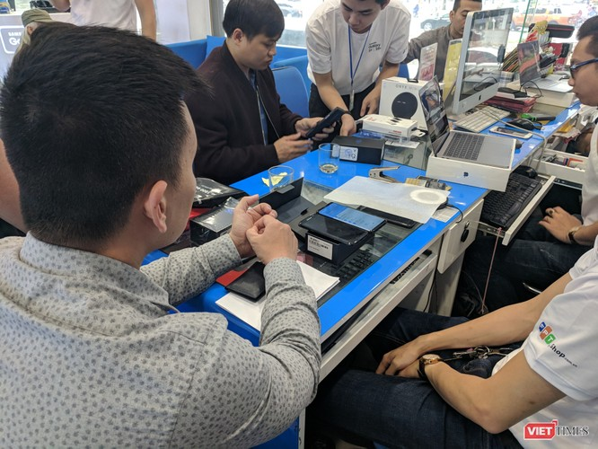 Galaxy S9/S9+ trong ngày mở bán chính thức đầu tiên tại Việt Nam ảnh 5
