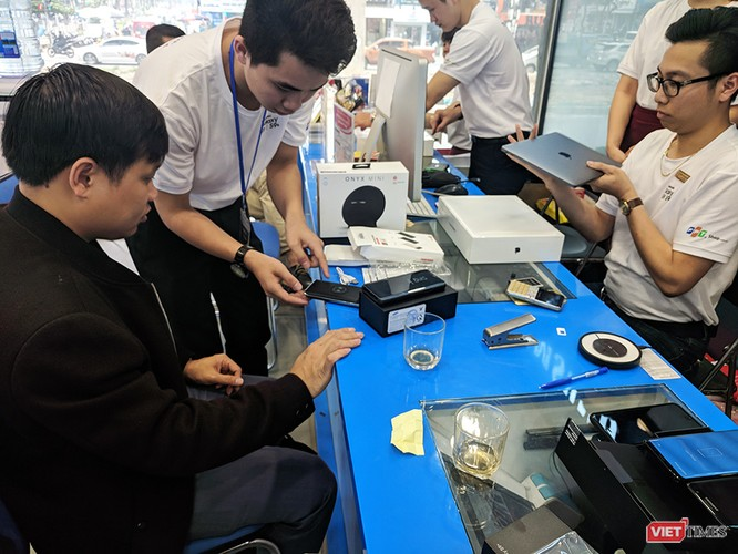 Galaxy S9/S9+ trong ngày mở bán chính thức đầu tiên tại Việt Nam ảnh 6