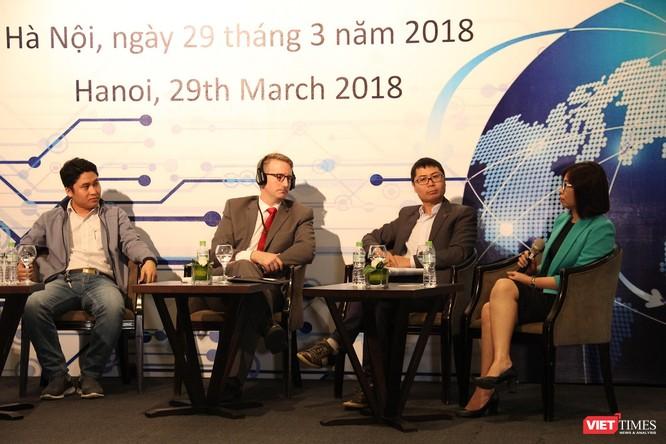 Bà Đỗ Hải Anh, Phó trưởng phòng, Phòng Chính sách & Hợp tác Quốc tế, Cục An toàn thông tin (áo xanh) chia sẻ những thách thức trong quá trình thúc đẩy an ninh mạng tại Việt Nam. Nguồn: VT