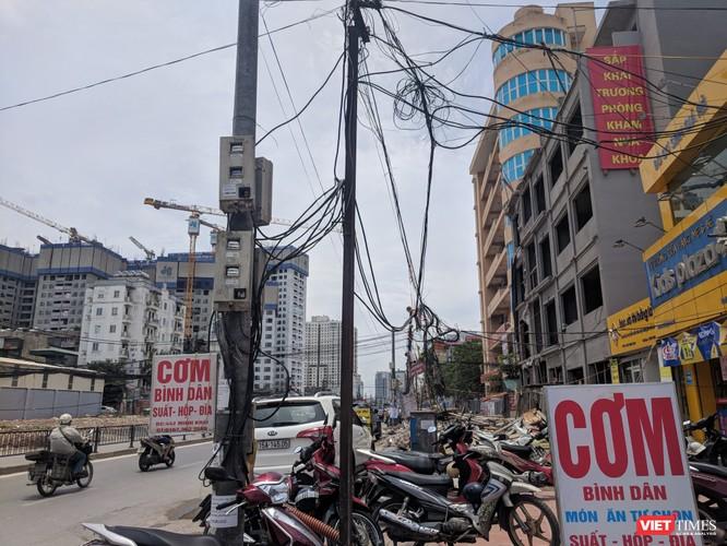 """Giật mình cáp viễn thông như """"liễu rủ"""" trên đường Minh Khai ảnh 13"""