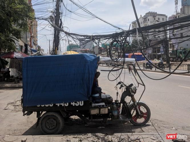 """Giật mình cáp viễn thông như """"liễu rủ"""" trên đường Minh Khai ảnh 17"""