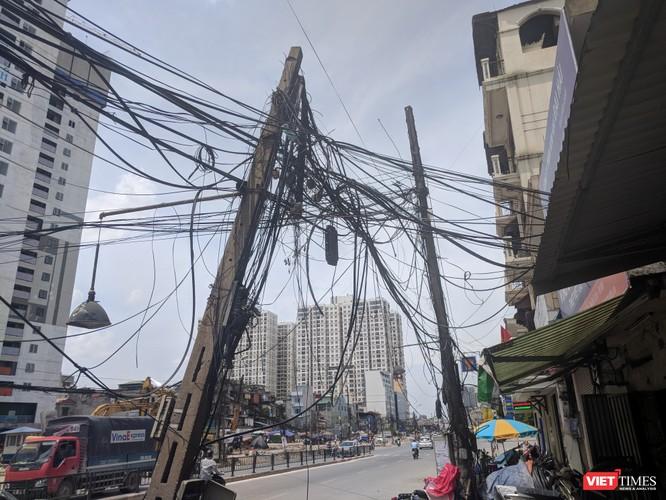 """Giật mình cáp viễn thông như """"liễu rủ"""" trên đường Minh Khai ảnh 18"""