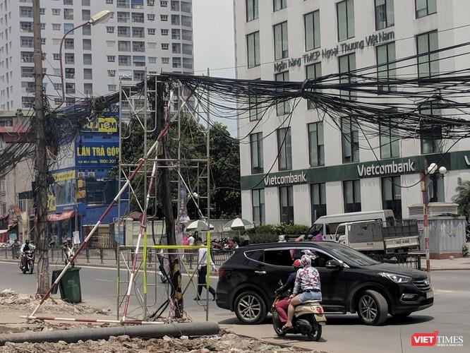"""Giật mình cáp viễn thông như """"liễu rủ"""" trên đường Minh Khai ảnh 19"""