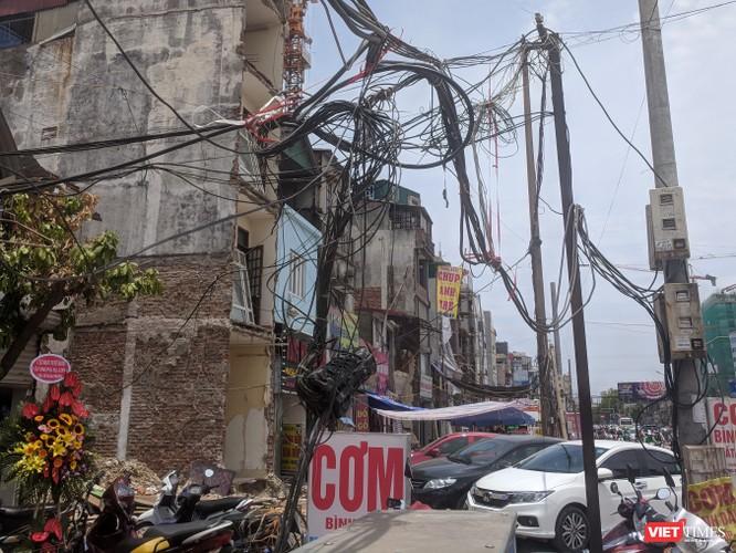 """Giật mình cáp viễn thông như """"liễu rủ"""" trên đường Minh Khai ảnh 21"""