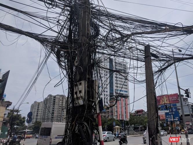 """Giật mình cáp viễn thông như """"liễu rủ"""" trên đường Minh Khai ảnh 7"""